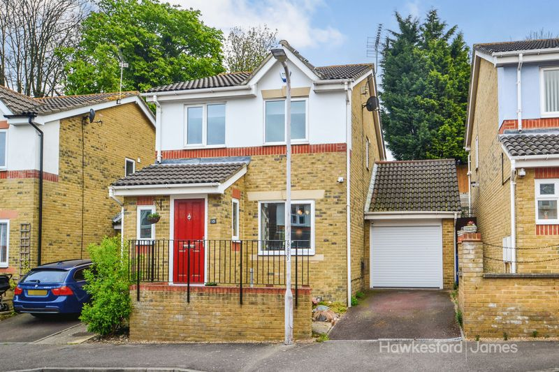 3 Bedrooms Detached House for sale in Nativity Close, Sittingbourne