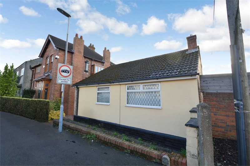 2 Bedrooms Detached Bungalow for sale in Platts Crescent, Stourbridge