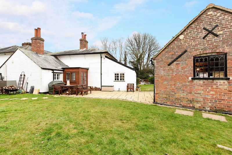 2 Bedrooms Detached House for sale in Penwood, Highclere