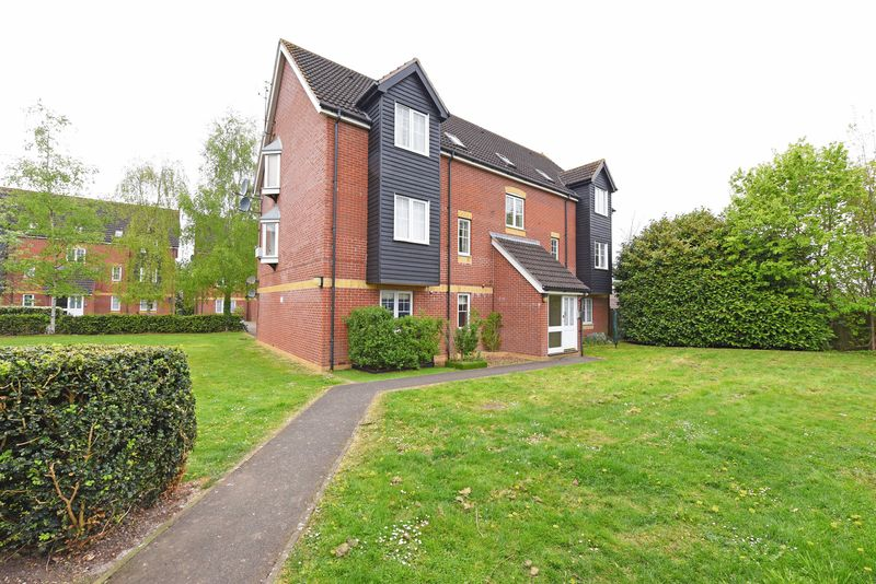 2 Bedrooms Flat for sale in Harbury Court, Newbury