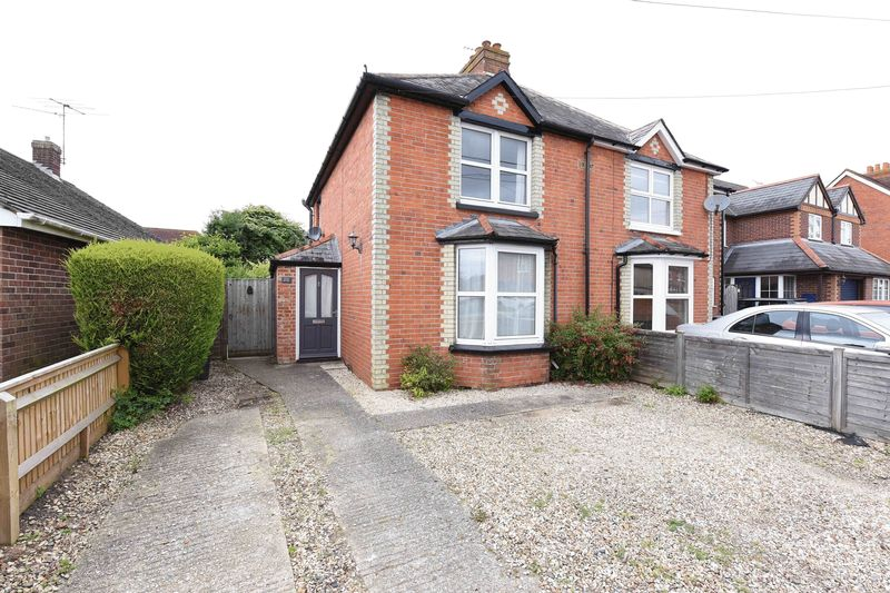3 Bedrooms Semi Detached House for sale in Northfield Road Thatcham