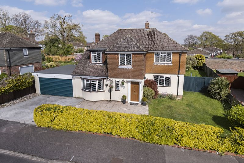 4 Bedrooms Detached House for sale in Orchard Drive, Edenbridge