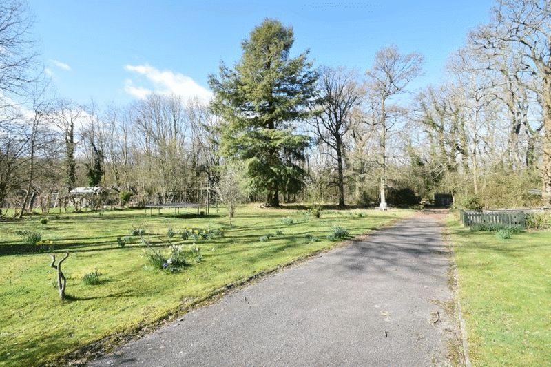 Uckfield Lane Hever
