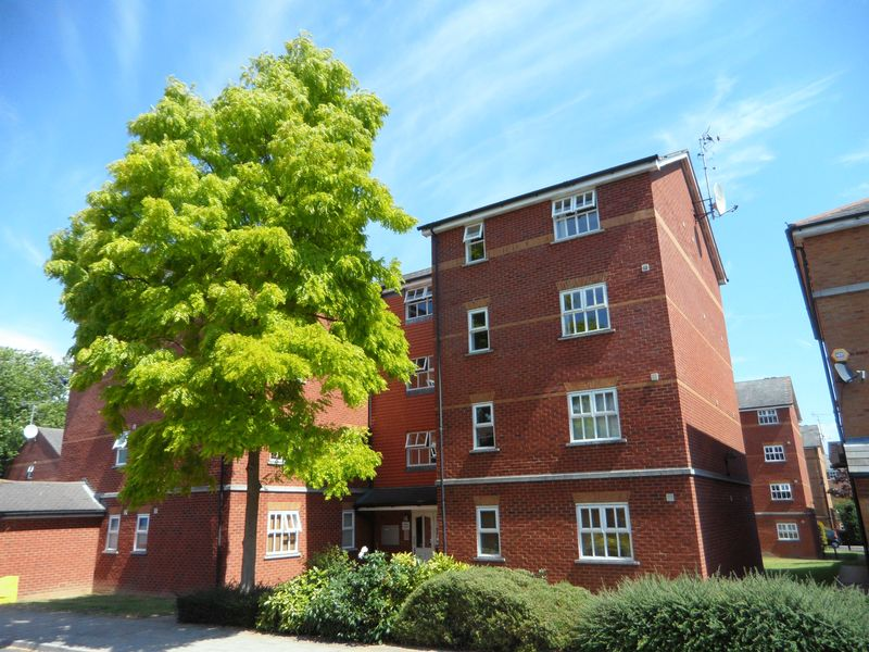 2 Bedrooms Flat for sale in Massingberd Way, Tooting Bec, SW17