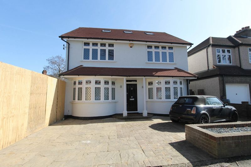 3 Bedrooms Detached House for sale in Lynwood Drive, Worcester Park