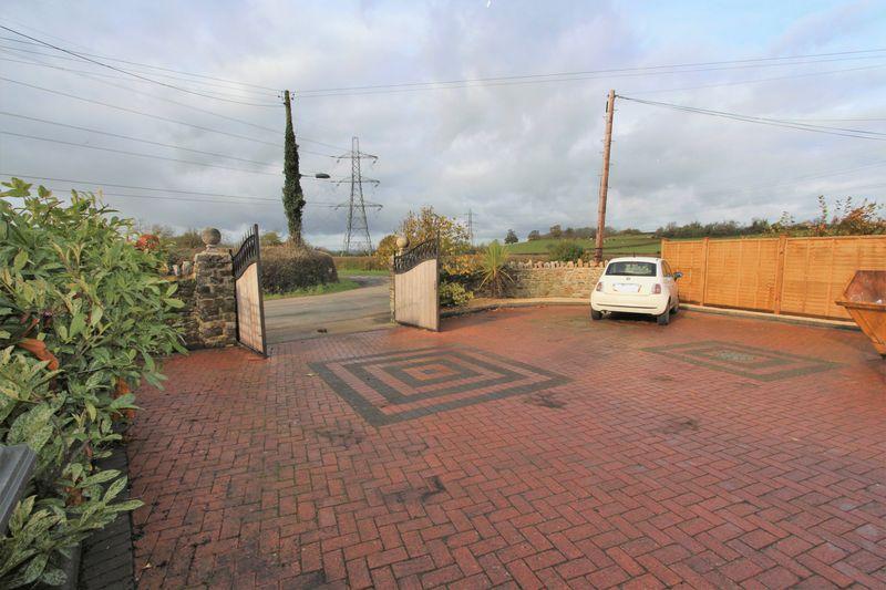 Crossways Lane Thornbury