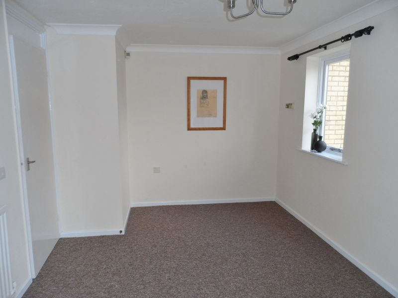 **Refurbished Ground Floor Maisonette** ...
