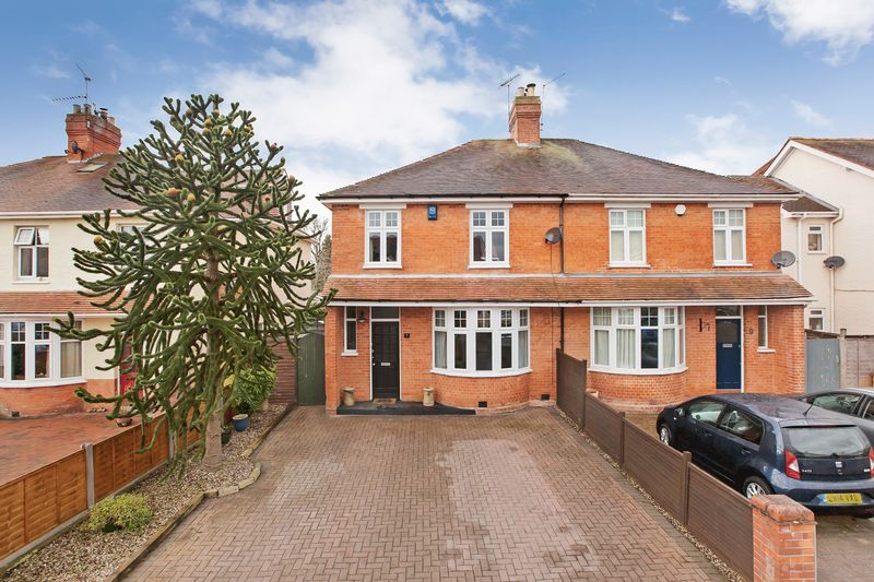 3 Bedrooms Semi Detached House for sale in Clifford Avenue, Taunton
