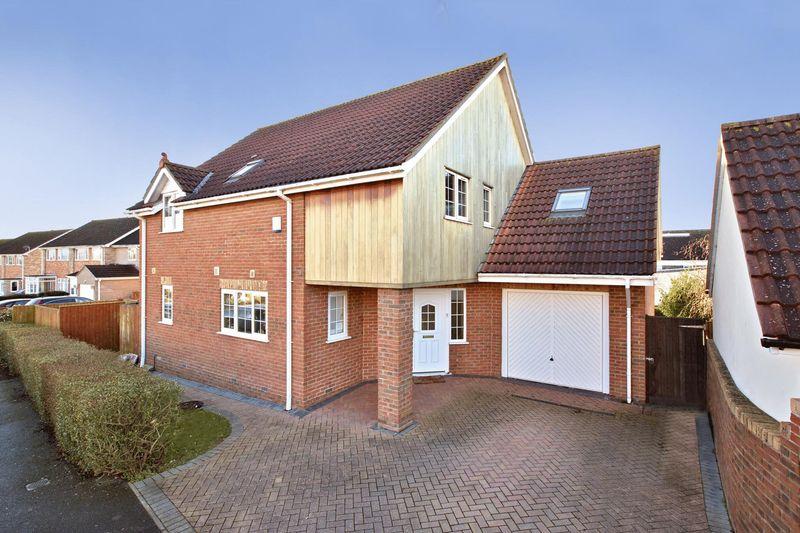 5 Bedrooms Detached House for sale in MONKTON HEATHFIELD