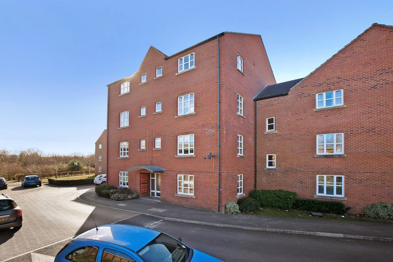 2 Bedrooms Flat for sale in Massingham Park, Taunton