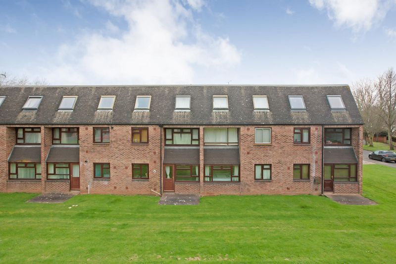 1 Bedroom Flat for sale in LOWER HOLWAY