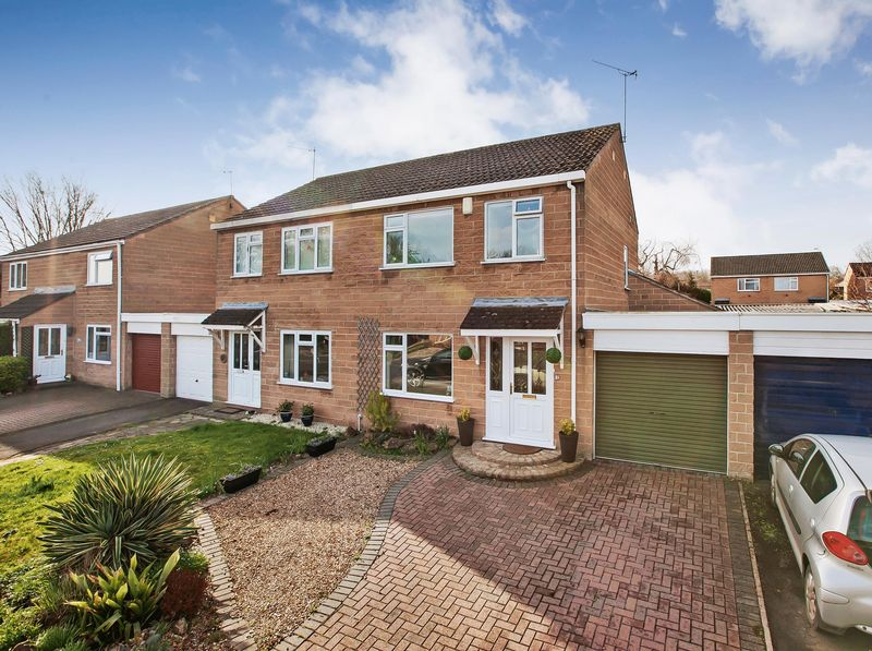 3 Bedrooms Semi Detached House for sale in BISHOPS HULL