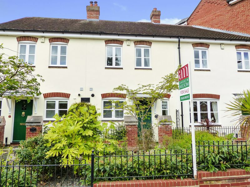 2 Bedrooms Terraced House for sale in Malthouse Way, Marlow