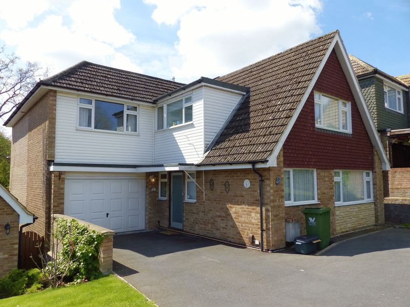 4 Bedrooms Detached House for sale in Goodwood Rise, Marlow Bottom