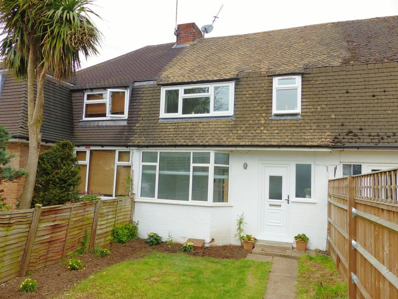 3 Bedrooms Terraced House for sale in Dedmere Road, Marlow.