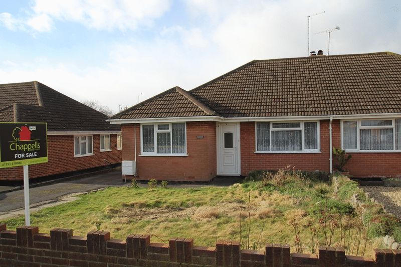 3 Bedrooms Semi Detached Bungalow for sale in Whitelands Road, Lower Stratton