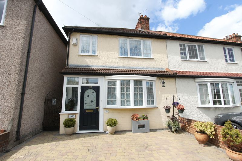 3 Bedrooms Semi Detached House for sale in Gander Green Lane, Sutton
