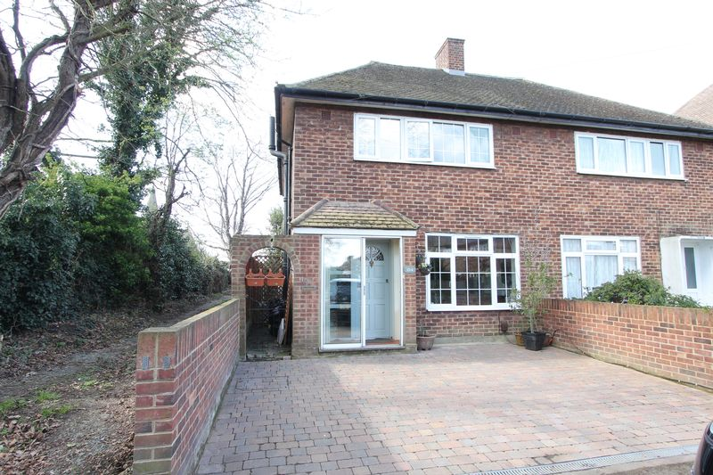 3 Bedrooms Semi Detached House for sale in Barrington Road, Sutton