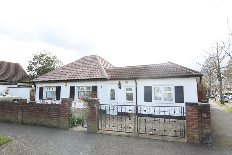 4 Bedrooms Detached Bungalow for sale in Westfield Road, Sutton