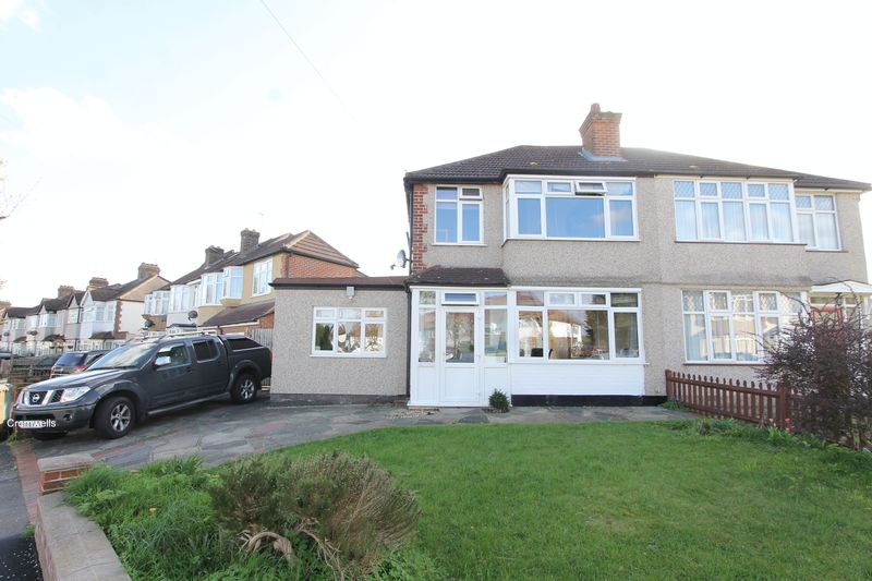 3 Bedrooms Semi Detached House for sale in Matlock Crescent, Sutton