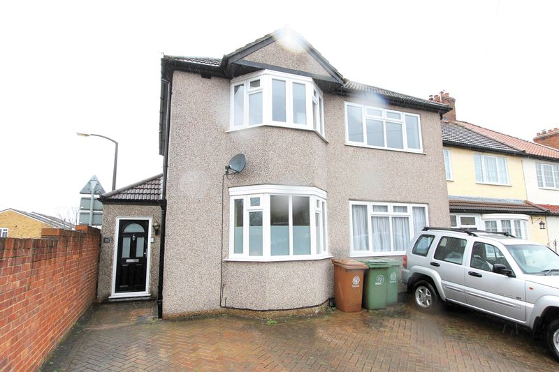 4 Bedrooms Detached House for sale in Gander Green Lane, Sutton