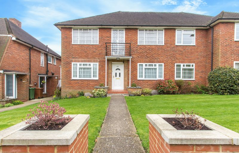 2 Bedrooms Flat for sale in Peaches Close, Cheam Village