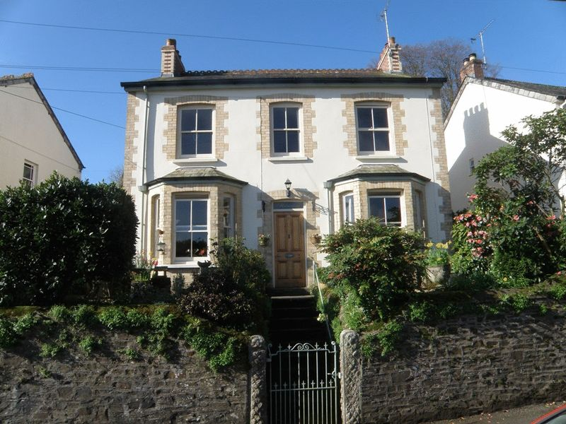 3 Bedrooms Detached House for sale in Tanhouse Road, Lostwithiel