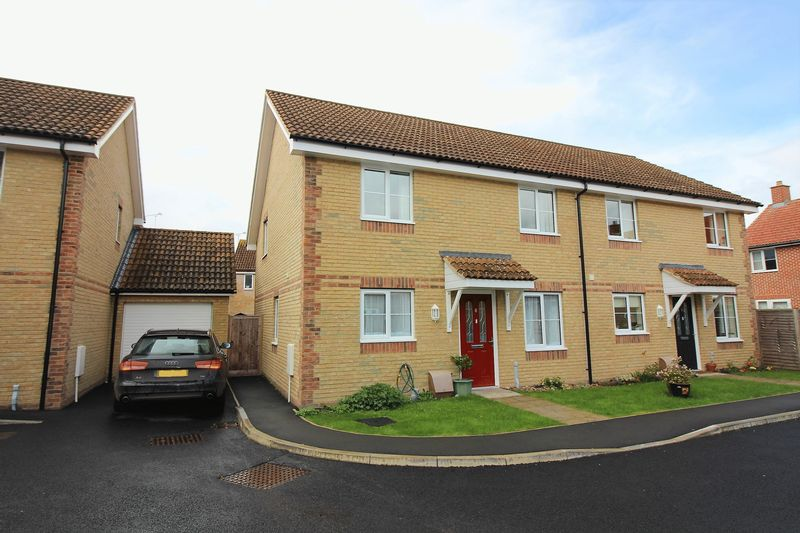 3 Bedrooms Semi Detached House for sale in Summervale Mews, Ilminster