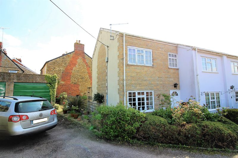 2 Bedrooms Terraced House for sale in Westerly Court, Ilminster