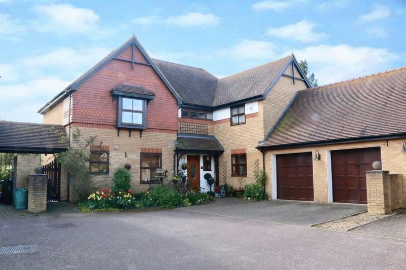 5 Bedrooms Detached House for sale in The Willows, Edlesborough