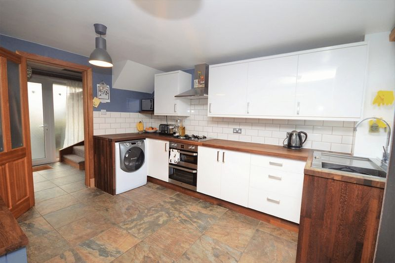3 Bedrooms Terraced House for sale in Hamilton Place, South Parks, Glenrothes