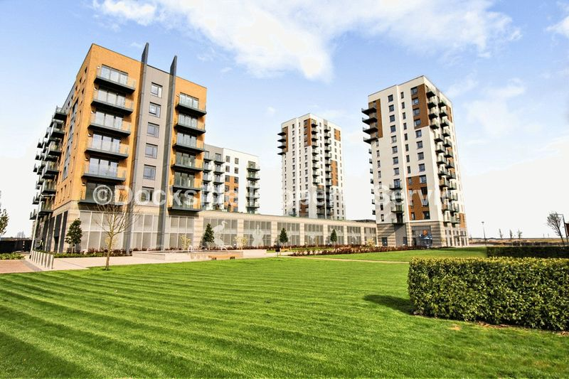 2 Bedrooms Flat for sale in Victory Pier, Gillingham