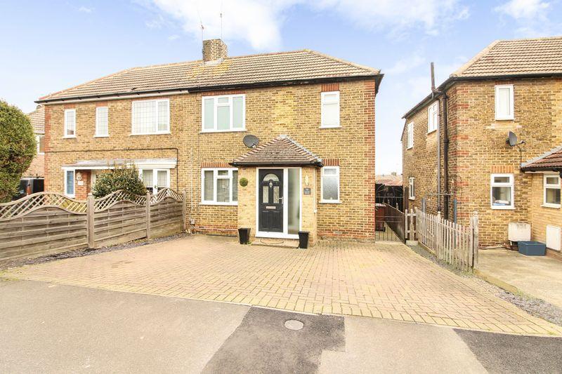 3 Bedrooms Semi Detached House for sale in Cedar Road, Strood, Kent. ME2
