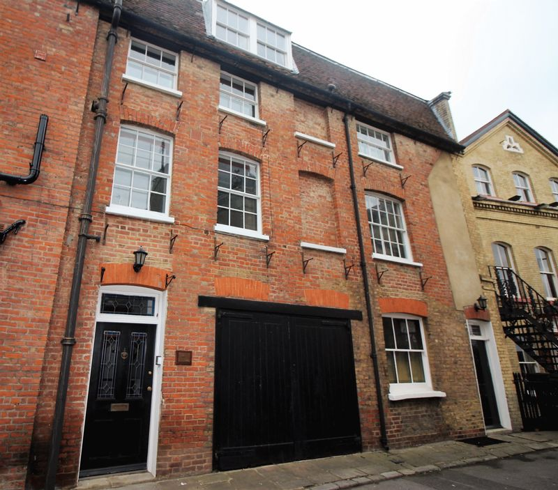 4 Bedrooms House for sale in Gundulph Square, Rochester