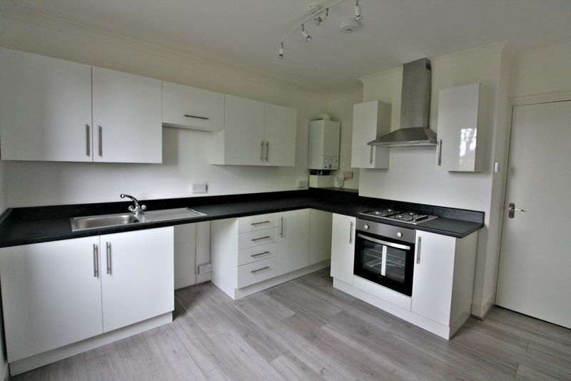3 Bedrooms Flat for sale in Hastings Road, Maidstone