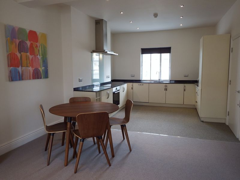 2 Bedrooms Flat for rent in Derby Terrace, Nottingham