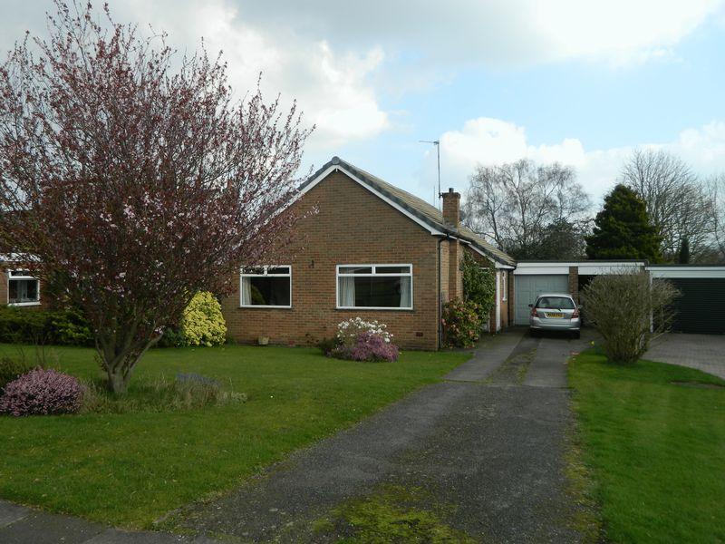 3 Bedrooms Detached Bungalow for sale in Gawsworth Drive, Sandbach