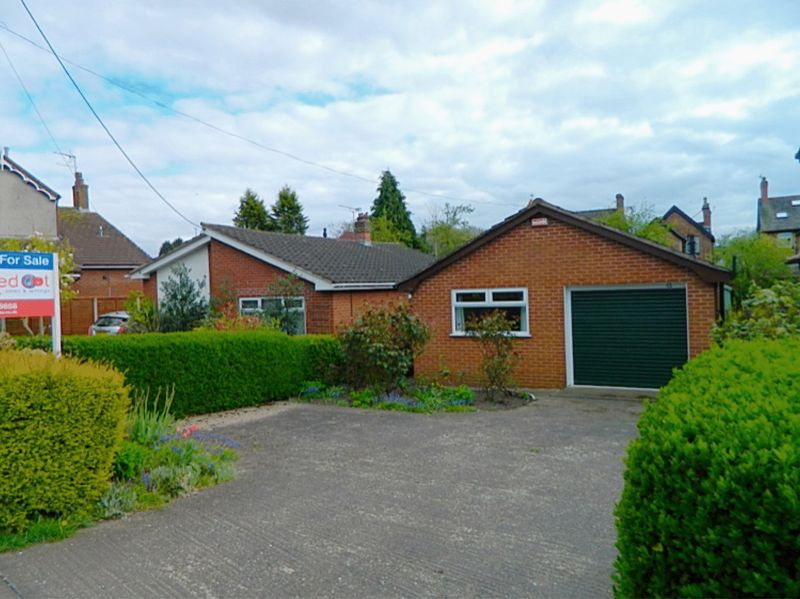 2 Bedrooms Bungalow for sale in Bradeley Road, Haslington