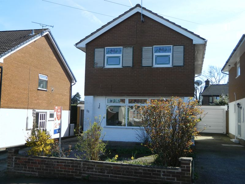 3 Bedrooms Detached House for sale in Chapelmere Close, Sandbach