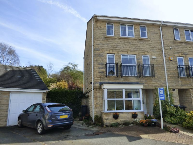 4 Bedrooms Terraced House for sale in Windermere Rise, Brighouse