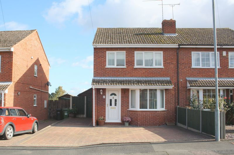 3 Bedrooms Semi Detached House for sale in Chestnut Close, Drakes Broughton, Pershore