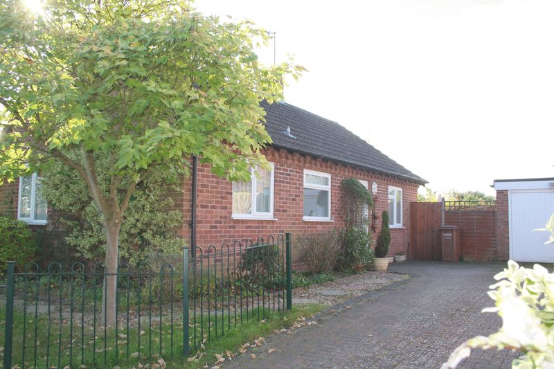 2 Bedrooms Detached Bungalow for sale in New Road, Pershore
