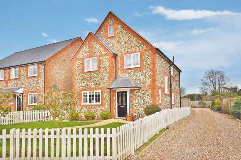 3 Bedrooms Detached House for sale in Lacey Green
