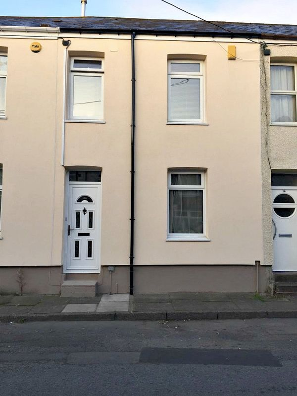 2 Bedrooms Terraced House for sale in Commercial Street, Pontypool