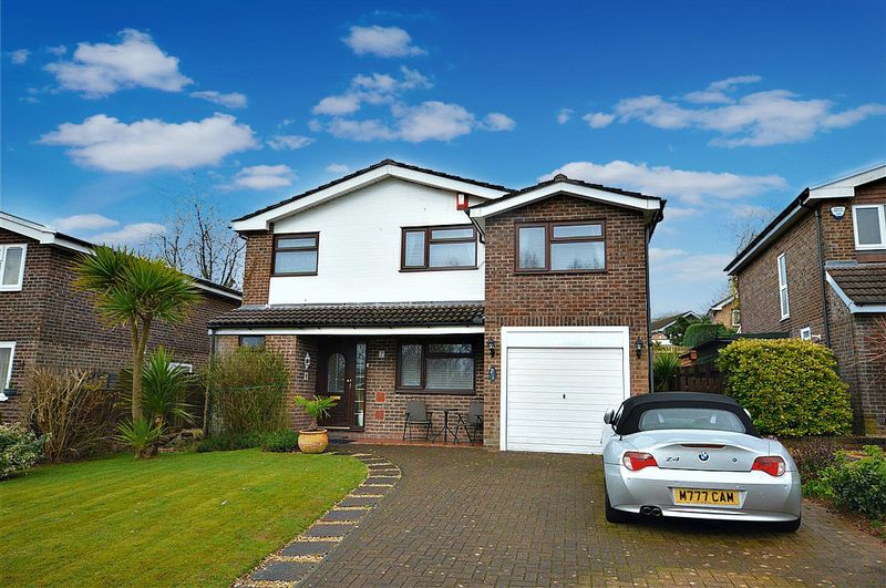 4 Bedrooms Detached House for sale in Meyricks, Cwmbran