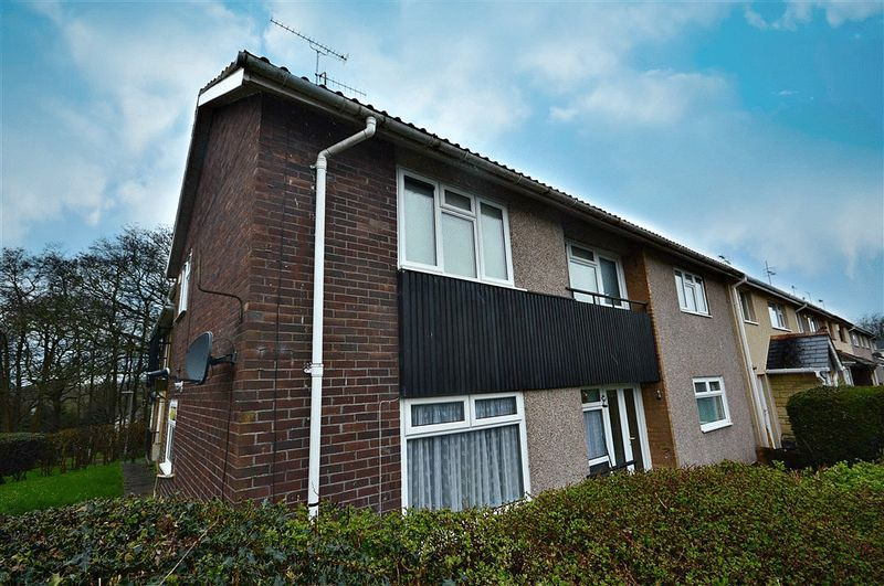 2 Bedrooms Flat for sale in Kidwelly Road, Cwmbran