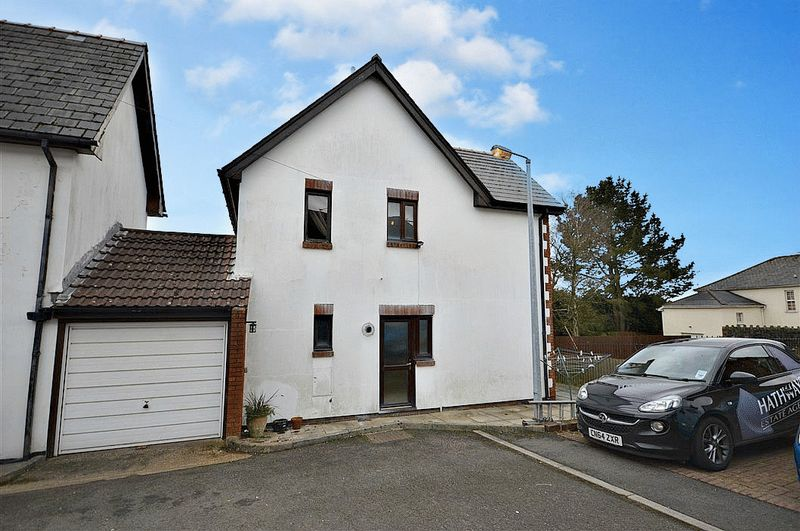 3 Bedrooms Property for sale in St Oswalds Close, Pontypool