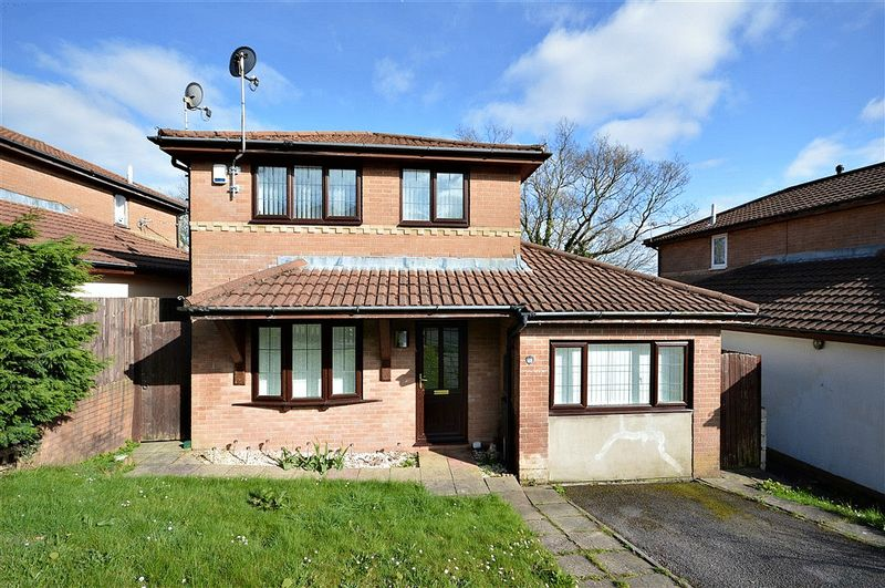 3 Bedrooms Detached House for sale in Oaklands View, Cwmbran