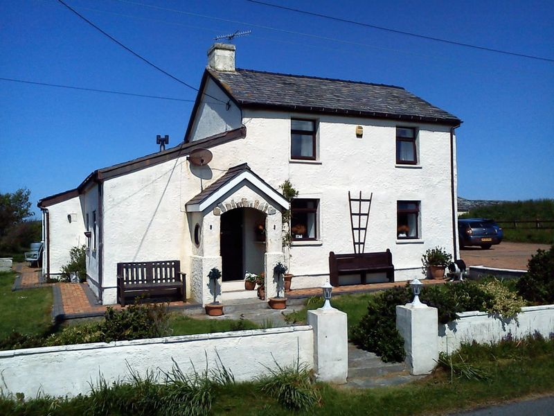 4 Bedrooms Detached House for sale in Penrhos Feilw, Holyhead, Anglesey