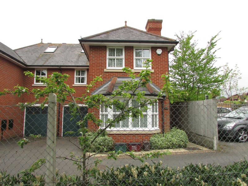 4 Bedrooms Semi Detached House for sale in Parkhill Road, Bexley